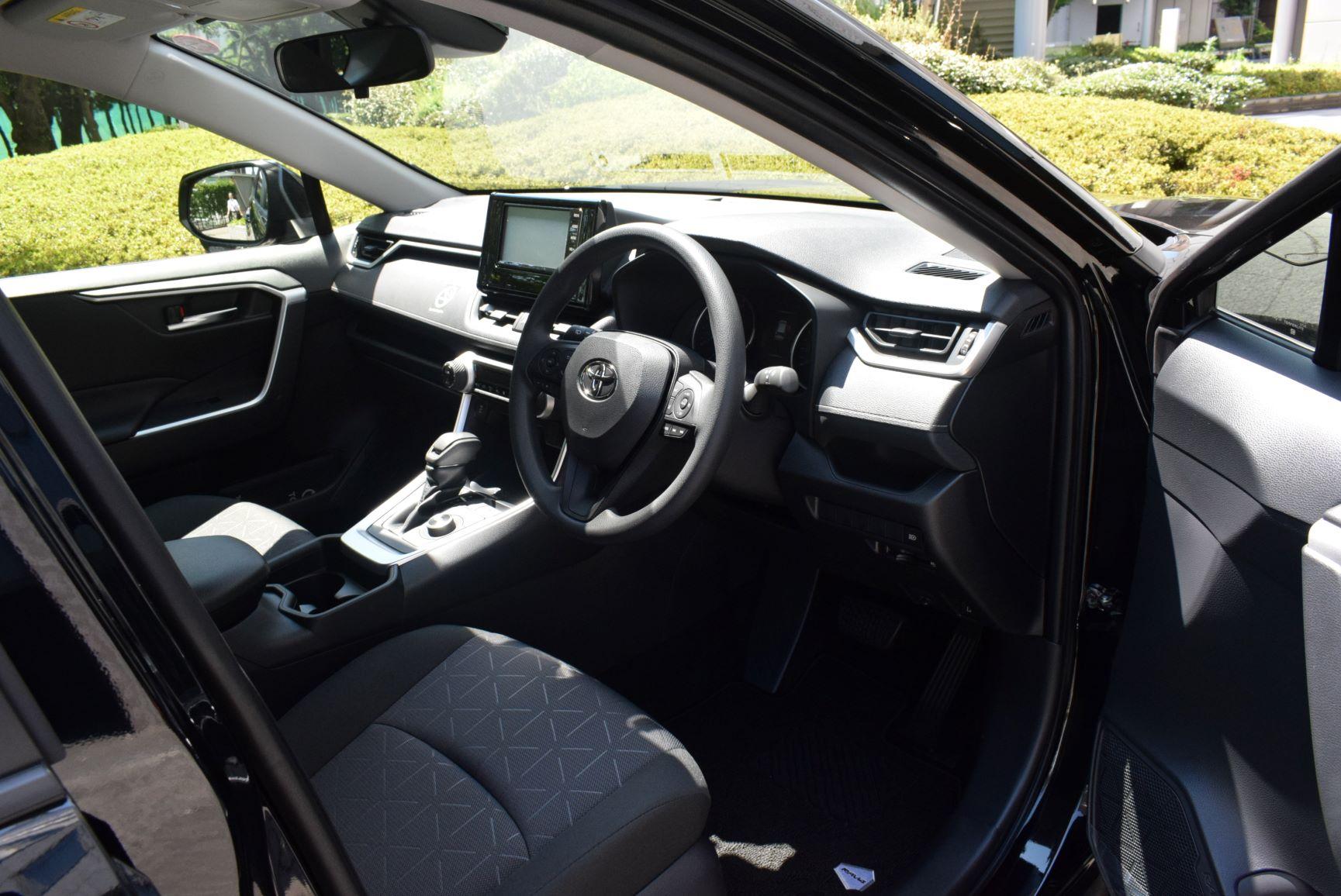 トヨタ RAV4ハイブリッド 3