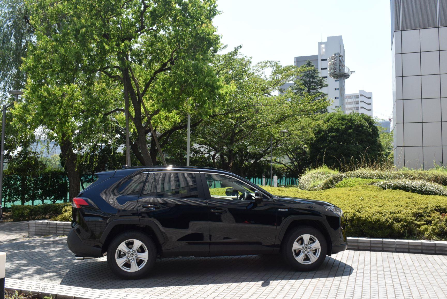 トヨタ RAV4ハイブリッド 2